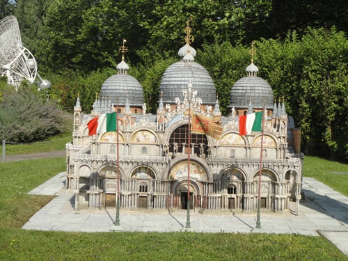 La basilique de St Marc de Venise au parc d'attraction Minimundus